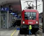 Die Bahn und ihre Mitarbeiter/121127/jeder-traegt-auf-seine-art-und Jeder trägt auf seine Art und Weise zur Sicherheit der Bahn bei. Gesehen in Linz am 14.09.2010. (Jeanny)