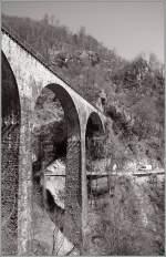 sonstiges/129388/centovalli---hundert-taeler-und-die Centovalli - Hundert Täler! Und die gilt es zu überbrücken: Hier ein Viadukt der Centovallibahn zwischen Corcapolo und Verdasio.  24. März 2011