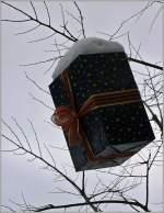 Sonstiges/172128/falls-es-dieses-jahr-nicht-genug Falls es dieses Jahr nicht genug Platz unter dem Tannenbaum hat, kann man die Idee vom letzten Jahr in Blonay übernehmen:Hier hängte man die Geschenke an die Bäume. (17.12.2010)