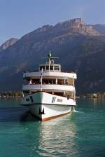 MS Brienz (der BLS) kurz nach dem ablegen am 30.09.2011 in Brienz.