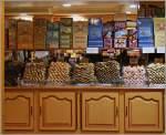 Elsass/171604/suesse-leckereien-finden-sich-in-der Süsse Leckereien finden sich in der Altstadt von Strassbourg. (28.10.2011)