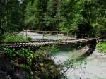 Graubunden/27587/auch-ich-bin-ein-landwasserviadukt-dieser Auch ich bin ein Landwasserviadukt. Dieser Holzsteg im Lnadwassertal hat zumindest für mich genau so viel Charme wie sein grosser Bruder. (19.Juli 2009)